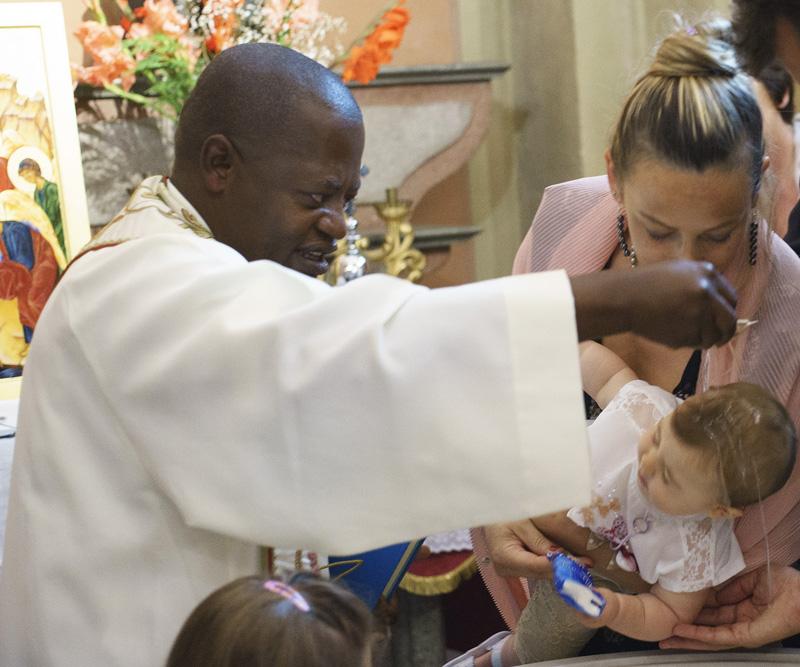 Il battesimo di Alice per raccogliere fondi